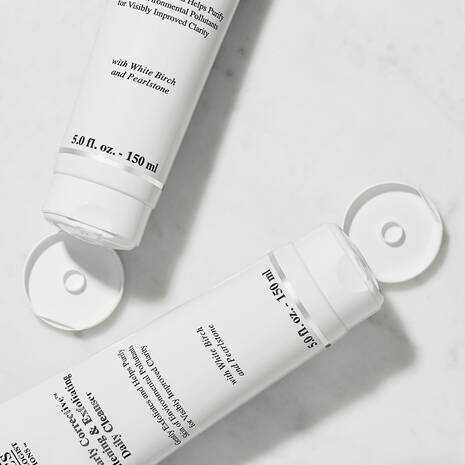 Clearly Corrective™ Brightening & Exfoliating Daily Cleanser